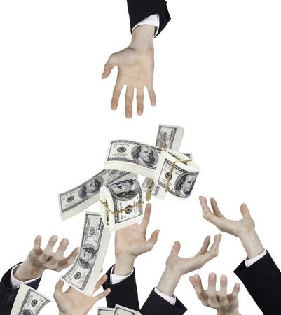 dinero volando: la mano del hombre de negocios con el dinero de la ca�da
