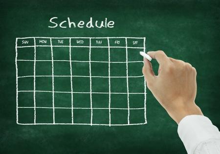 calendario escolar: Mano horario de la escritura en la pizarra