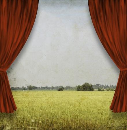 teatro antiguo: teatro escenario con cortinas rojas y el campo amarillo