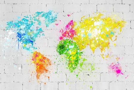 wall maps: mundo de la pintura el mapa en la pared de ladrillo Foto de archivo