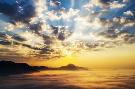 Sea of clouds on sunrise with ray lighting Standard-Bild