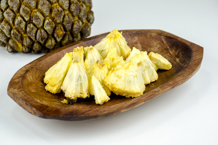 Edible part of marolo,  araticum or bruto fruit  on wooden bowl . Tropical  fruit of the original inhabitants of Brazil and Paraguai. Scientific name ; Annona crassiflora. Imagens