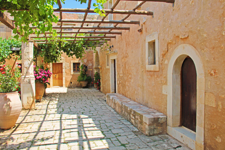 Pergola of grapes in the patio Greece Crete Archivio Fotografico