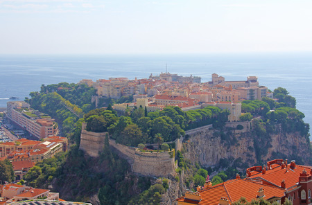 Old city peninsula with prince palace in Monaco, tiny little country in Mediterranean Europe 免版税图像
