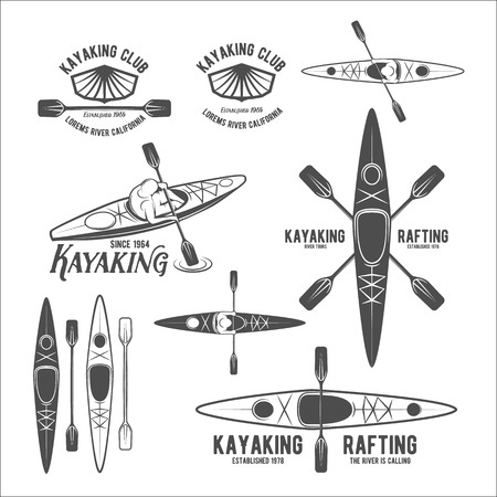 Reeks uitstekende raften, kajakken, roeien, kanoën kamp logo, labels en badges. Kayak geïsoleerde vector. Kayak icoon. Kayaker emblemen. Kajakken logo. Rafting pictogrammen. Rafting team ontwerp Stock Illustratie