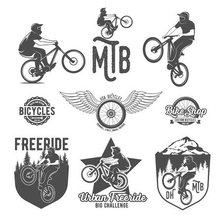 Insieme dei distintivi logo negozio di biciclette d'epoca e moderne ed etichette