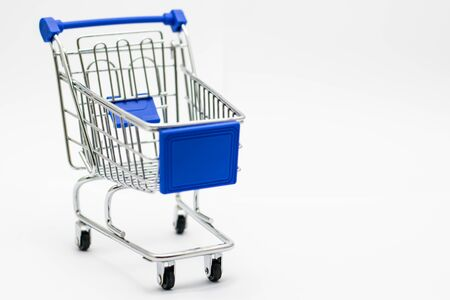 Shopping cart isolated on white background. Sale concept. Foto de archivo - 126792252