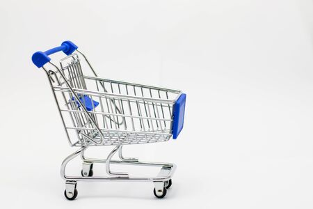 Shopping cart isolated on white background. Sale concept. Foto de archivo - 126792251