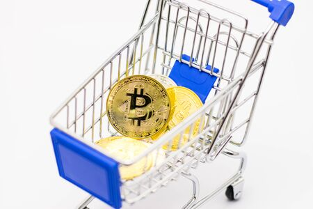 Bitcoin in mini Shopping Cart Isolated on White Background Foto de archivo - 127566158