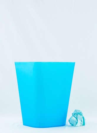 poubelle bleue: Bleu bin