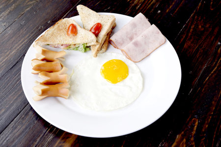 is well known: Standard American breakfast is well known all over the world.