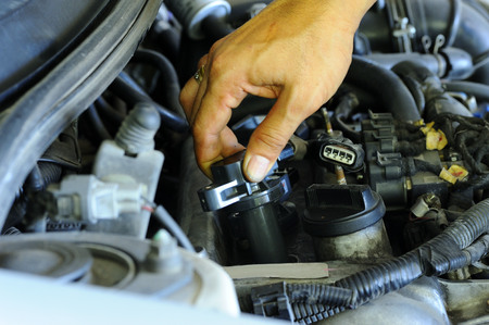 bobina: Cambie la bobina de encendido del autom�vil.