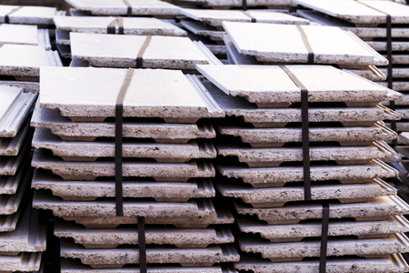 paczkowane: Pile of roofing tiles packaged