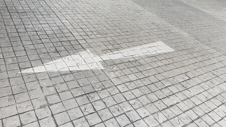 An arrow on the road with a trace