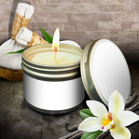 Scented vanilla candles in flammable cans And placed in the center of the image with an empty product label With a beautiful backdrop to relax Reklamní fotografie