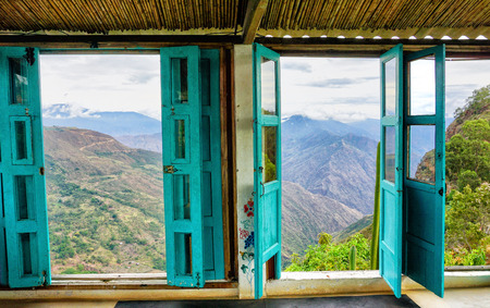 Canyon view from the window in a country house in Mesa de los Santos, Colombia 免版税图像
