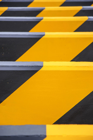 warning signs: Barrier for traffic