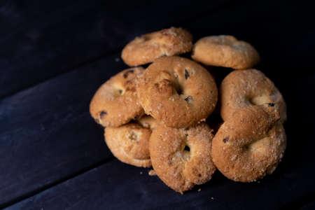The cookie is on a wooden background Zdjęcie Seryjne