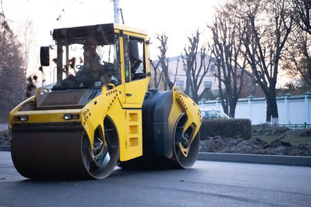 Asphalt Smoothing and Road Repairing Machine