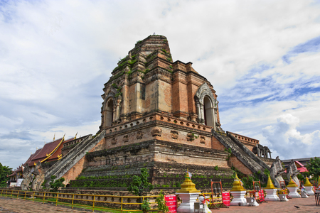stupa one: One of the eight great stupa of Thailand, in Chiang Mai province