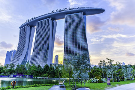 bola de billar: Marina Bay Sands de Gardens by the Bay