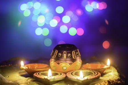 an oil lamp: Decoración Festival indio de Diwali Velón Foto de archivo