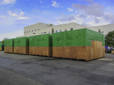 box size: Big size cargo box packing