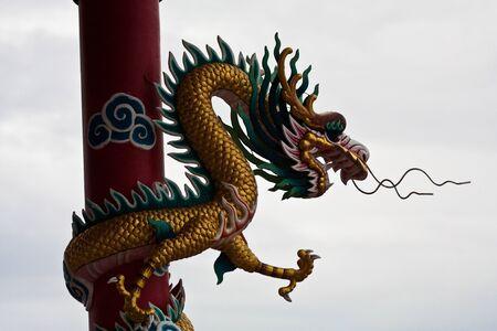 golden dragon,art of china,dragon on pole