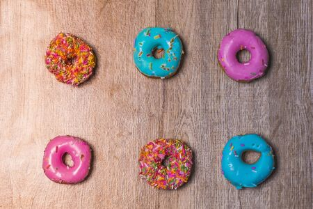 Donut Many colors are available on wooden floors. Stockfoto