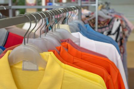moda ropa: la moda de ropa en la percha