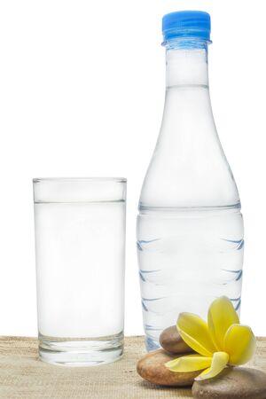 tomando agua: agua potable de vidrio