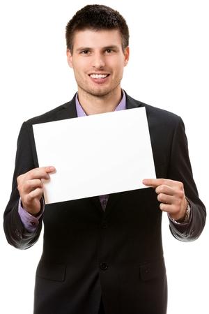 Lächelnde junge Geschäftsmann, zeigt eine weiße Karte. Standard-Bild - 34861840