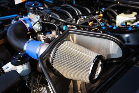 Chiuda in su del filtro dell'aria dell'automobile sportiva. Archivio Fotografico