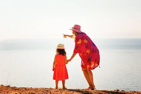 Mother and daughter enjoying beautiful mediterranean sea horizon view. Banco de Imagens - 128572394
