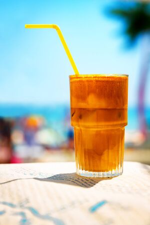 Ice cold coffee frappe at the beach bar. Banco de Imagens - 128572392