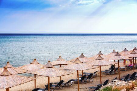 Sandy beach with sea horizon in background. Banco de Imagens - 128572561