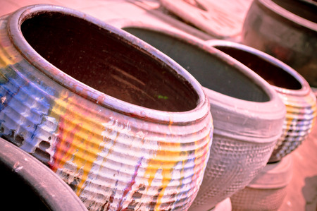 sunday market: La maceta hecha de barro cocido en el mercado Domingo