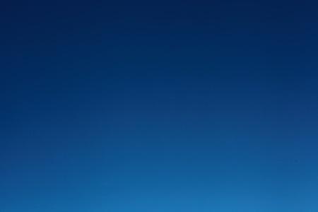 cielo azul de fondo
