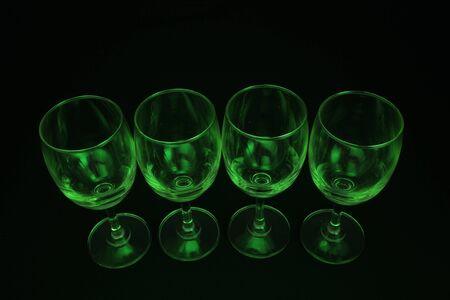 vidrio abstracto verde con iluminaci�n de fondo negro Foto de archivo