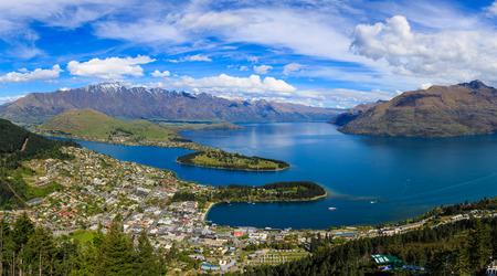 퀸즈타운은 뉴질랜드 남섬의 남서쪽에있는 오 타고의 리조트 타운입니다. 뛰어난 경치로 유명하며 '세계의 모험의 수도'