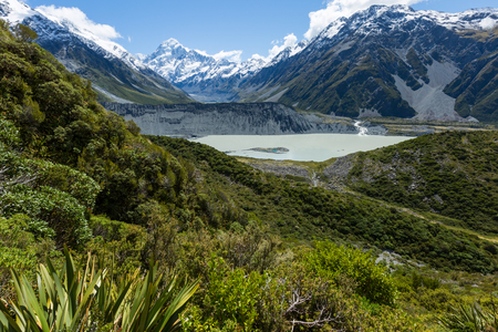 Mueller Hut Route, AorakiMount Cook National Park provides a 360-degree panorama encompassing glaciers, ice cliffs, vertical rock faces and New Zealands highest peaks.