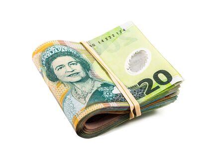 signo de pesos: plegadas veinte billetes de un dólar en moneda Nueva Zelanda