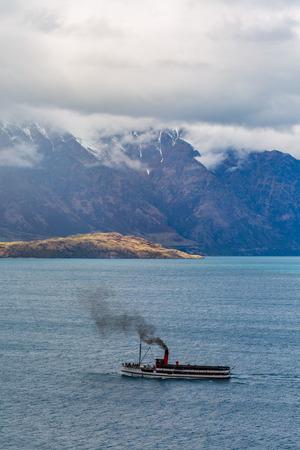 wakatipu: Steamship sailing on Lake Wakatipu, Queenstown, New Zealand