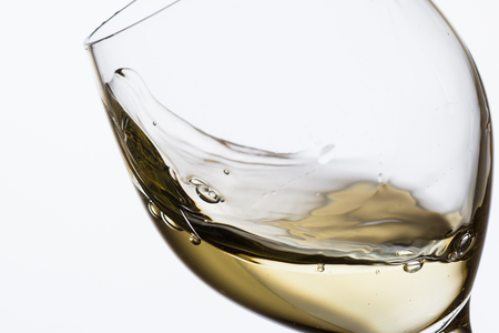 glass of white wine on white background Banque d'images