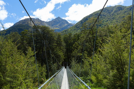 aspiring: Swing Bridge across the Route Burn on Routeburn Track, New Zealand Stock Photo