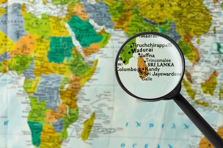 Map of Sri Lanka through magnifying glass Standard-Bild