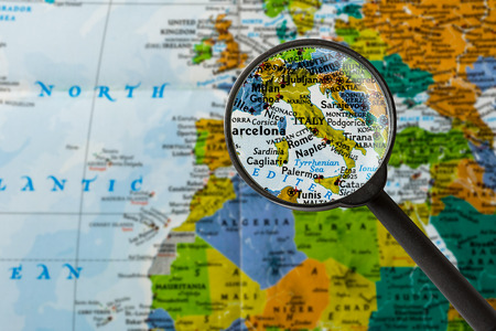 map of Italy through magnifying glass Stok Fotoğraf - 57265822