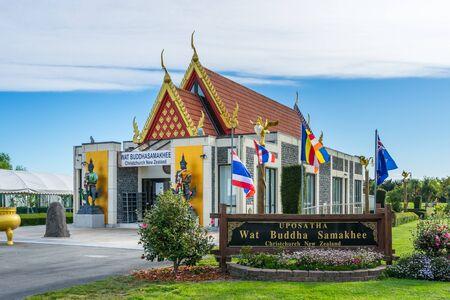 Christchurch, Neuseeland - 19. Oktober 2016: Vorderansicht des Hauptgebäudes, Ubosot des thailändischen buddhistischen Tempels Wat Buddha Samakhee, der religiöse Zeremonie für thailändische Leute in Christchurch bewirtet. Standard-Bild - 68686394