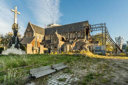 Beschädigte Christchurch Kathedrale durch Erdbeben abgerissen Standard-Bild - 68747041