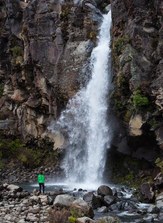 Taranaki Falls in Tongariro National Park, New Zealand Standard-Bild - 69302914